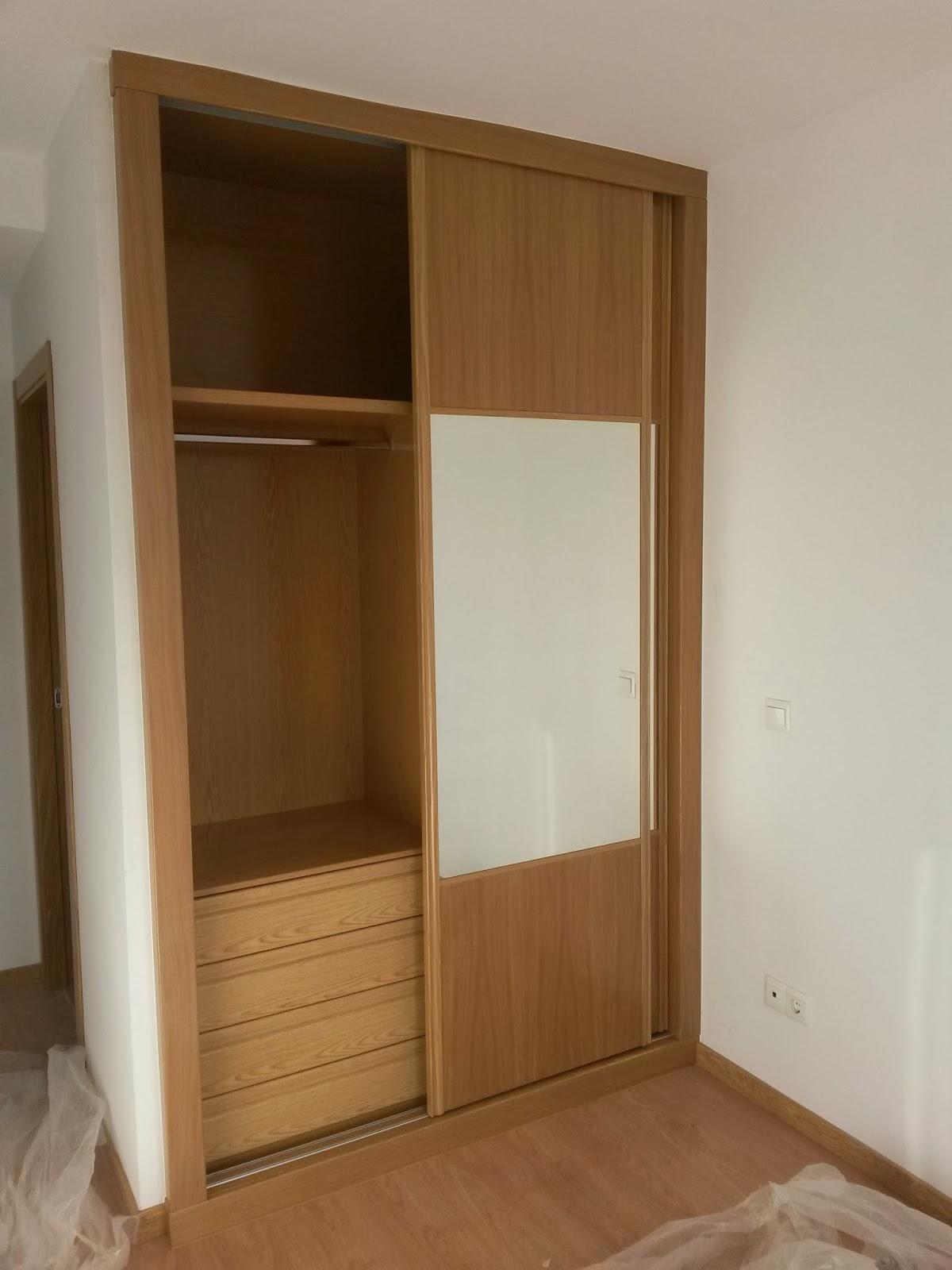 Muebles a medida forrado interior de armario con puertas for Puerta corredera castorama armario a medida