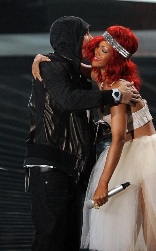 Rihanna feat Eminem, Rocked Love The Way You Lie, Live At 2011 Grammy ...