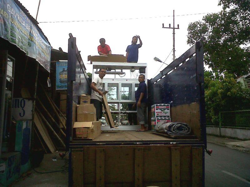 pengiriman dengan armada truck