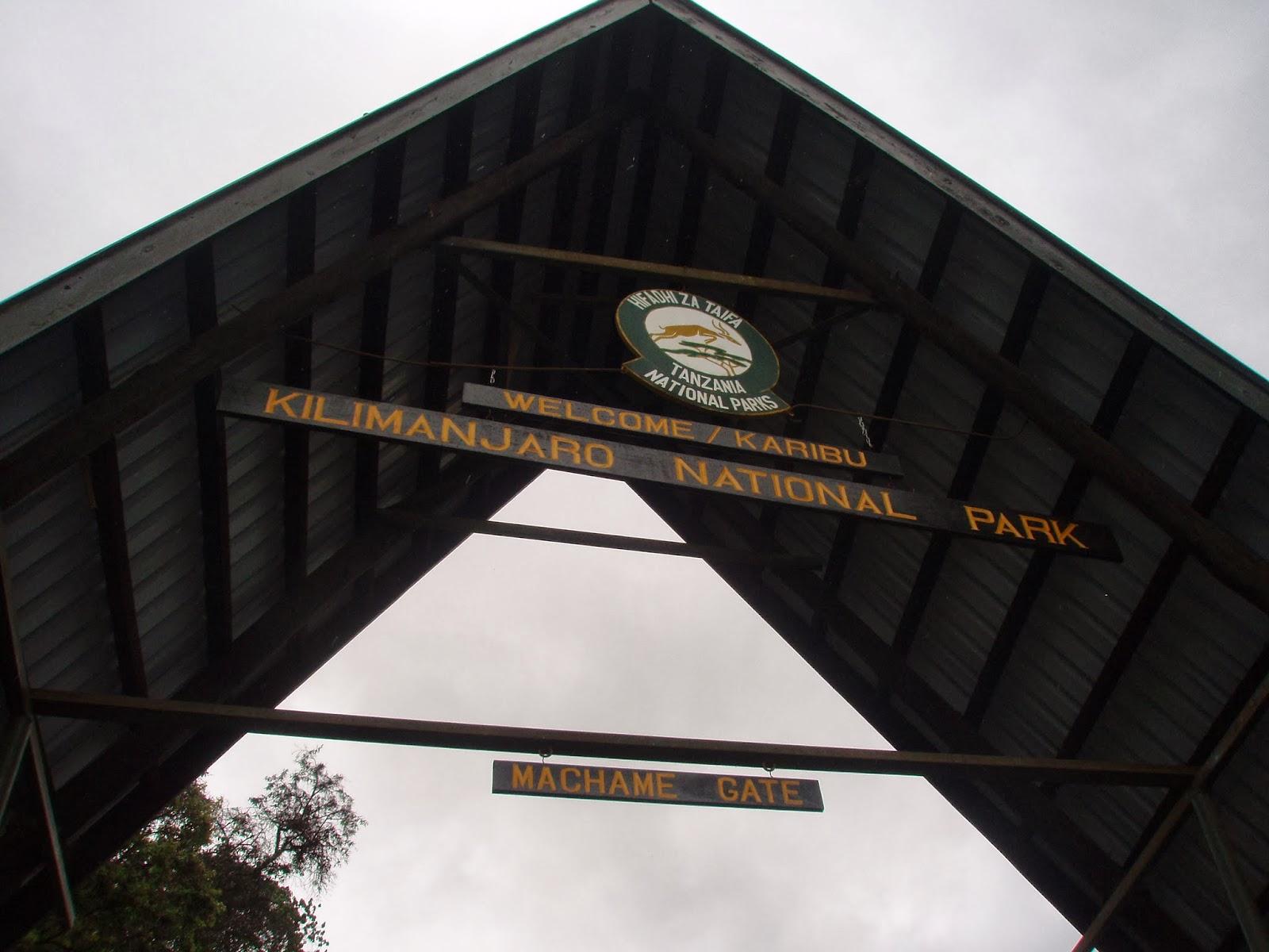 ENLACIMA-Entrada-al-parque-del-Kilimanjaro-Ruta-Machame