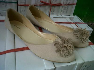 Aneka model sepatu sandal wanita murah,model sepatu wanita cream