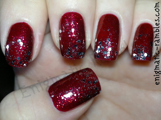 red-and-silver-glitter-gradient-festive-christmas-nails-nail-art-essie-leading-lady-avon-silver-plated