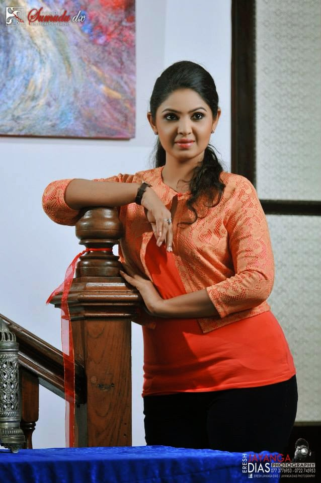 Dulani Anuradha sexy