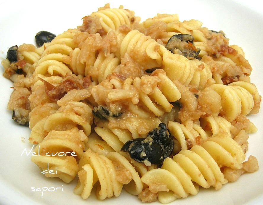 Molto Nel cuore dei sapori: Pasta con cavolfiore, pomodori secchi e olive LO55