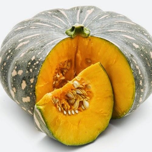 Người bệnh nên ăn nhiều rau củ, trái cây như bí đỏ, cà chua...