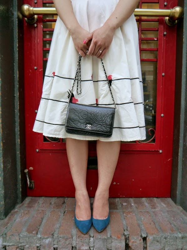 Bird-embellished midi skirt, Chanel WOC, turquoise pumps