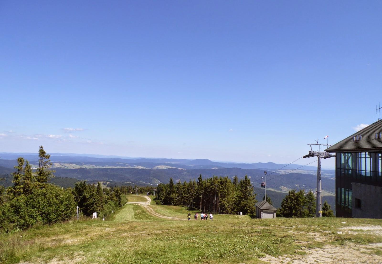 Widok z Jaworzyny Krynickiej (z okolic górnej stacji kolejki gondolowej)