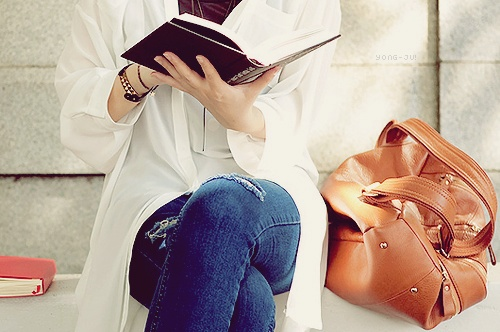 She s the girl reading while Girl Reading Photography Tumblr