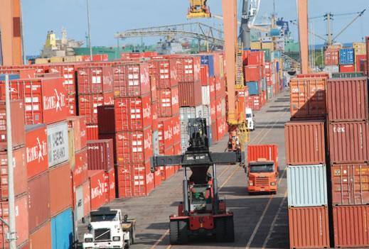 Benefício fiscal permite estocar contêineres em Suape
