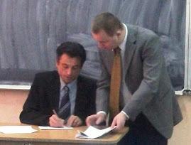 Prof. dr. Mihai Lostun şi Prof. Gheorghiţă Ţifui anunţând rezultatele concursului, 15.IV.2011