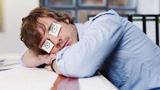 слипаются глаза при депривации сна