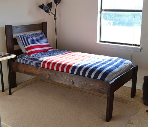 make a bed with aleenes wood glue ilovetocreate