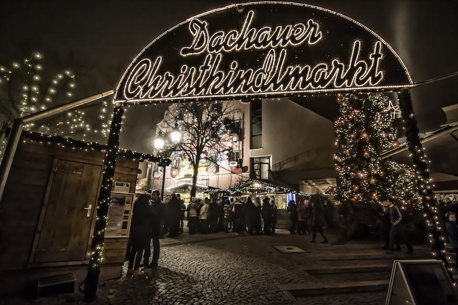 Ayuntamiento y Mercado de Navidad en Dachau, Alemania