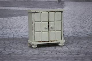 http://de.dawanda.com/product/52355899-Waescheschraenkchen-fuer-Puppen