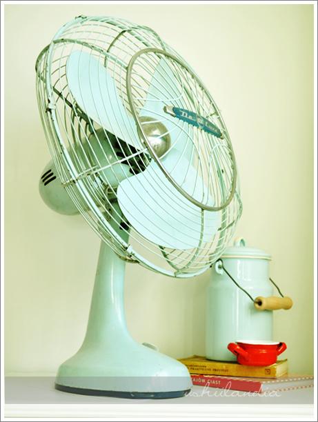 stary metalowy wiatrak / vintage minty fan