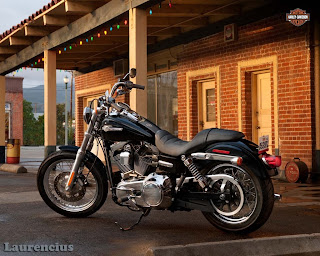 Harley-Davidson-Dyna_Super_Glide_Custom_FXDC