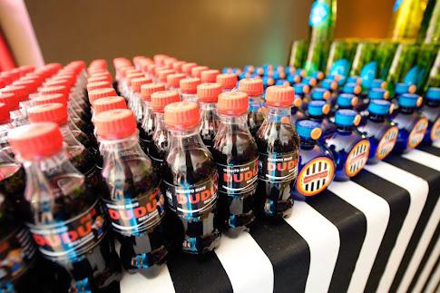 Coca cola e água ouro fino tema circo