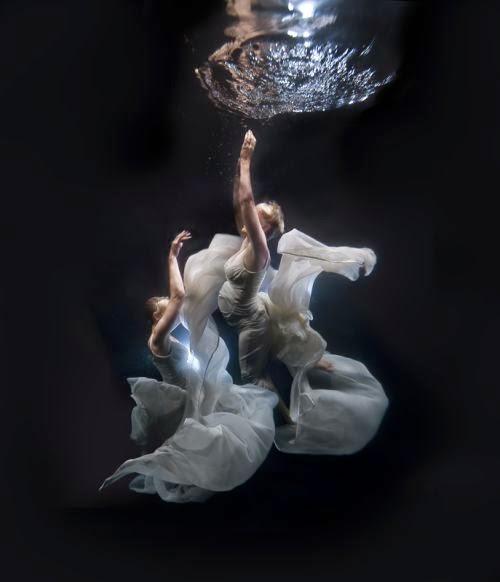 Ilse Moore fotografia subaquática mulheres modelos água surreal