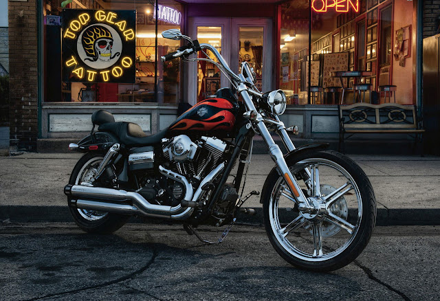 2012-Harley-Davidson-FXDWG-Dyna-Wide-Glide-Two-Tones