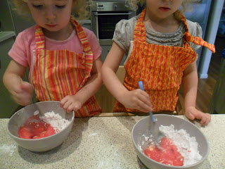 Making pink glace icing for cupcake recipe