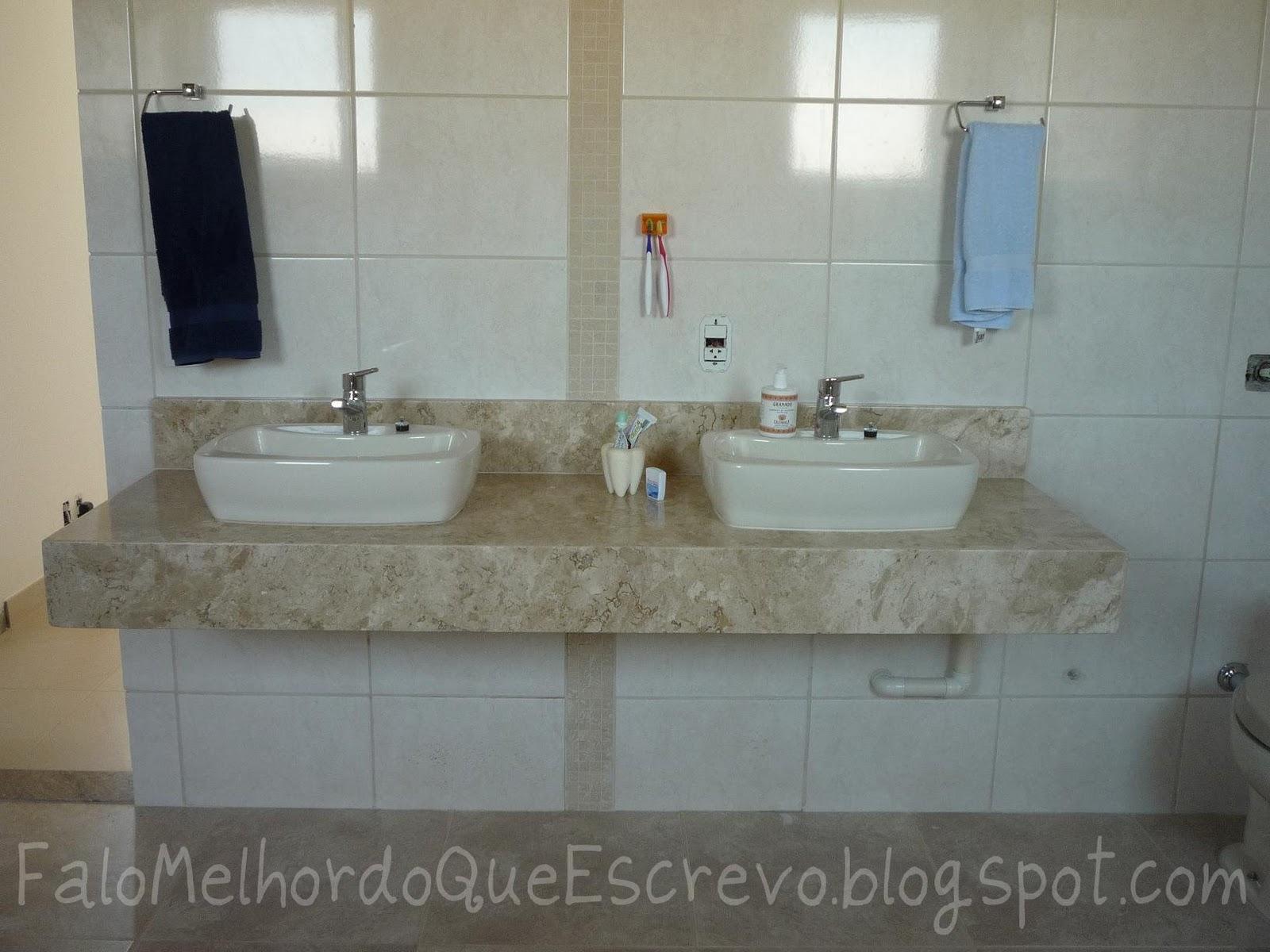 Falo melhor do que escrevo: Espelhos com pastilhas e Selinhos #4B6980 1600x1200 Banheiro Com Pastilhas Como Colocar