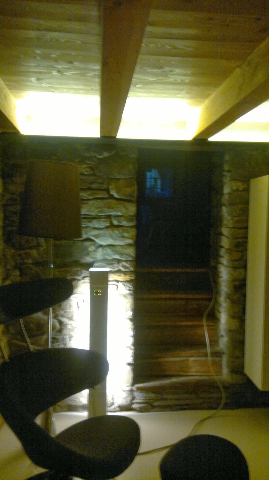 Illuminazione Tetto In Legno: La casa padronale. Lampadari per ...