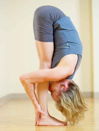 Yoga Padahasana Atasi Perut Buncit