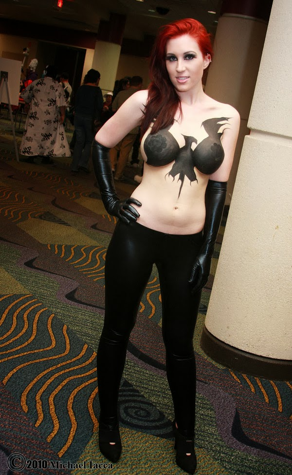 torse body paint et bas cosplay