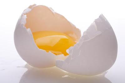 Cách trị mụn đầu đen ở mũi bằng lòng trắng trứng