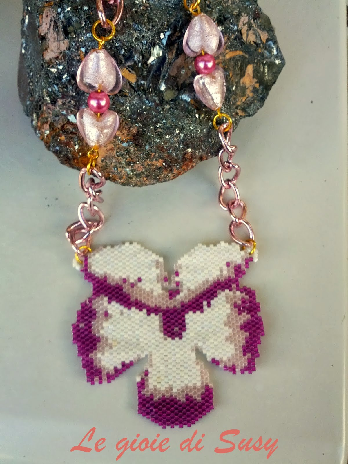 Le gioie di susy collana con orchidea stilizzata for Costo orchidea
