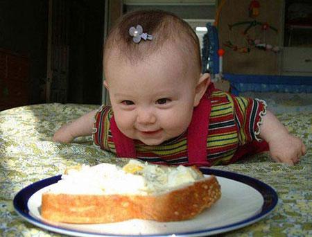 Hình ảnh trẻ em ham ăn