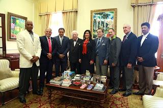 Vicepresidenta recibe exaltados al Salón de la Fama del  Béisbol Latino