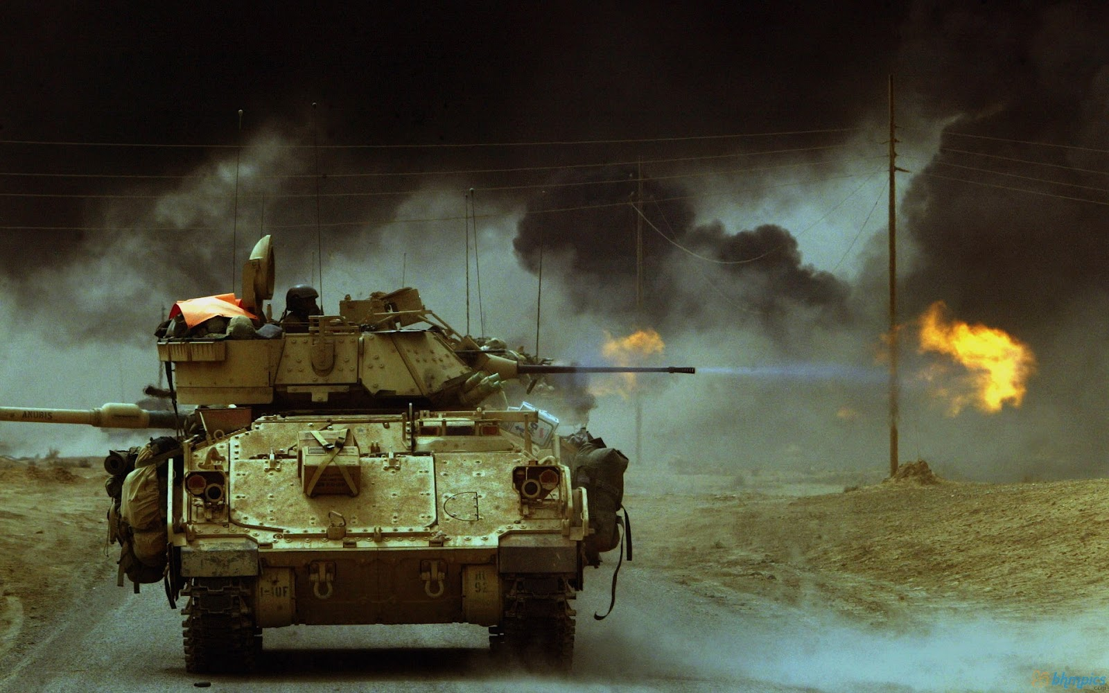 http://3.bp.blogspot.com/-grHl3GFUxD8/TzJTiTh2MdI/AAAAAAAAApA/eyiUbTucVD4/s1600/bradley_tanks_fire_in_iraq-1920x1200.jpg