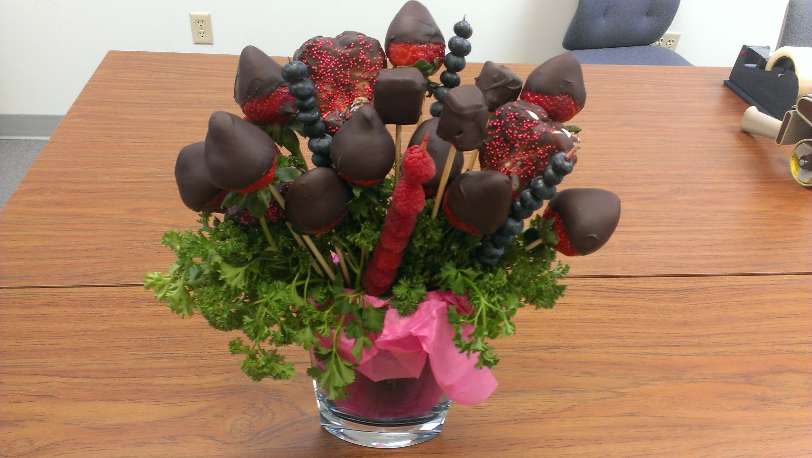 Never Trust A Skinny Cook Chocolate Covered Strawberry Bouquet