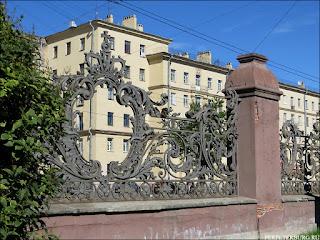 Кованая ограда на проспекте Стачек