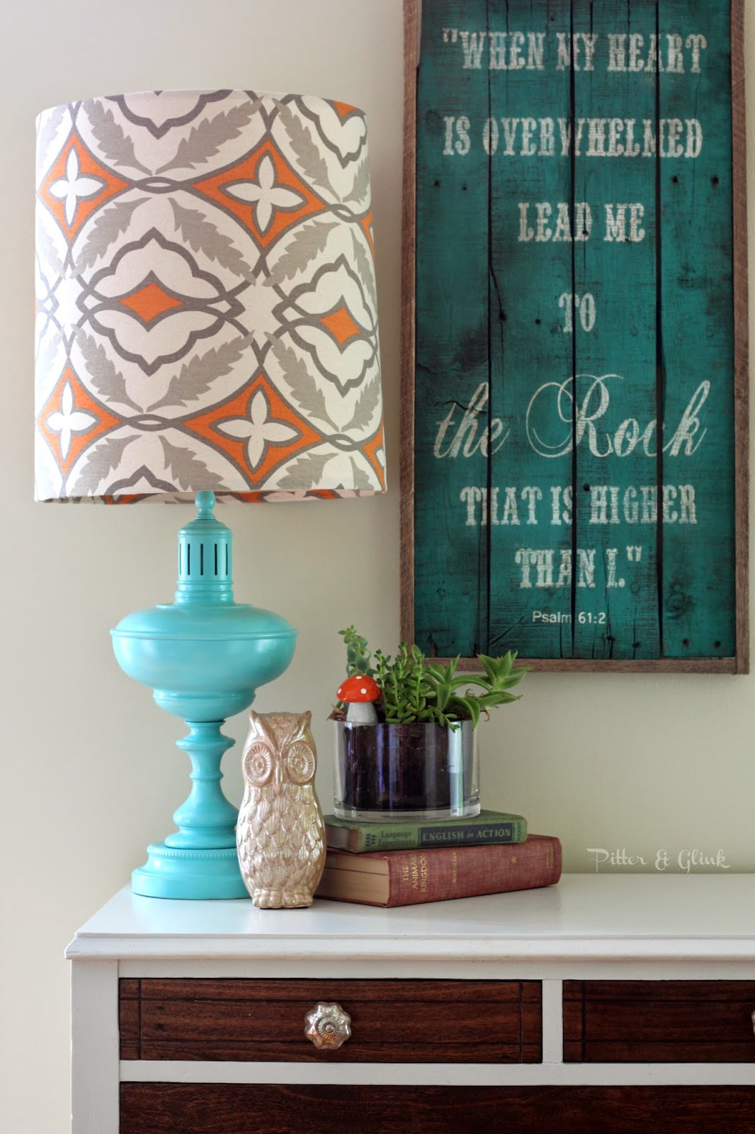 Make a thrift store lamp look FABULOUS! pitterandglink.com #lampmakeover #DIY