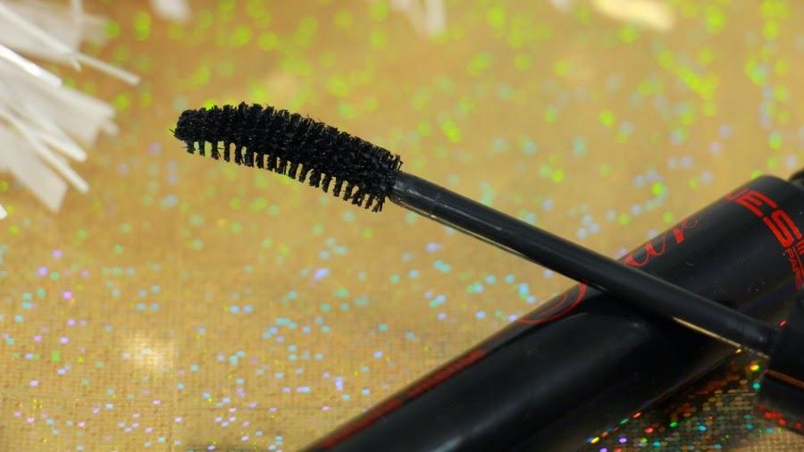 mascara brosse courbe noir