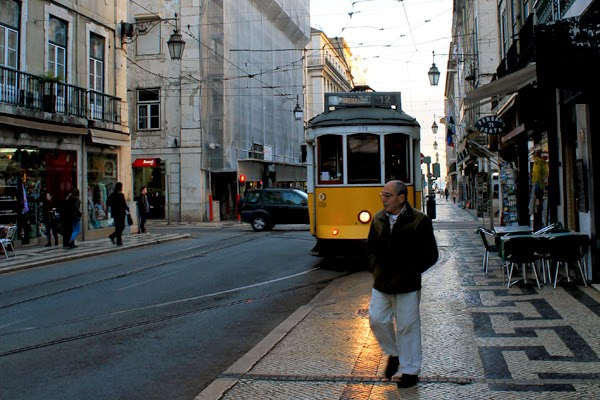 tranvia amarillo lisboa rua augusta praça do comercio