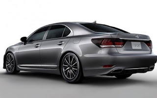 2013-Lexus-LS-rear-three-quarter