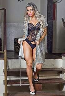 A ex-sedutora, Talita Cogo abusa da sensualidade em ensaio de lingerie