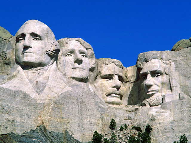 Colonia astral no Monte Rushmore, os 4 presidentes americanos ex faraós
