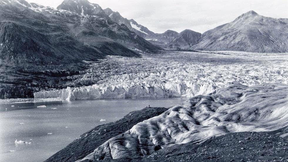 Las huellas del cambio climático en Alaska durante más de 100 años Plateu+Glacier+(1961)+-+This+is+Alaska's+Muir+Glacier+&+Inlet+in+1895.+Get+Ready+to+Be+Shocked+When+You+See+What+it+Looks+Like+Now.