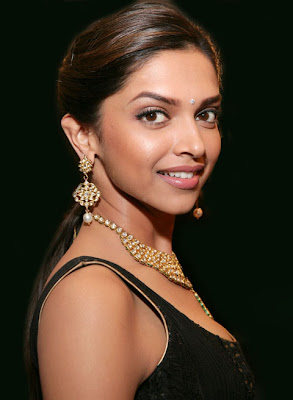 Deepika Padukone Gold Necklace and Earrings