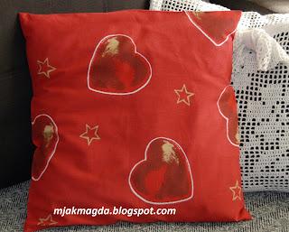 ozdobna poszewka poduszka świąteczna Boże Narodzenie czerwień czerwona pierniczki serca