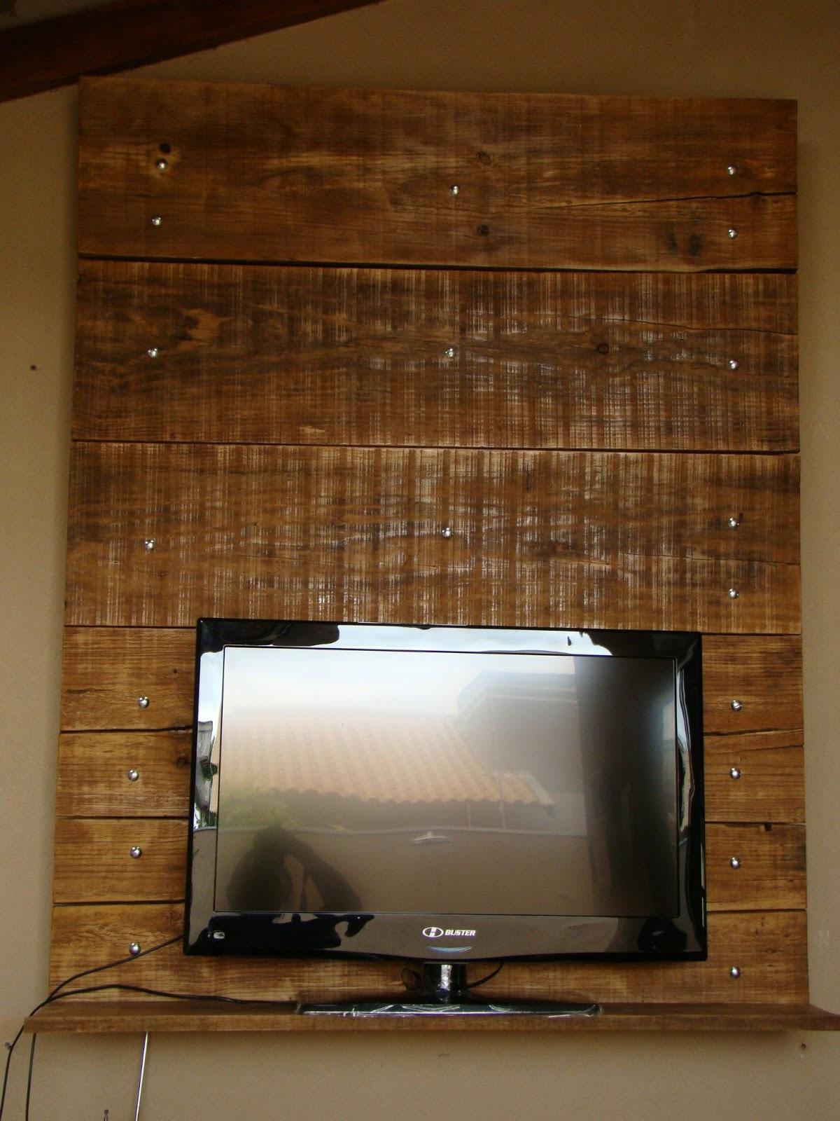 Baseada na Reciclagem: Painel Suporte de tv/parede de palletes #3D240E 1200x1600