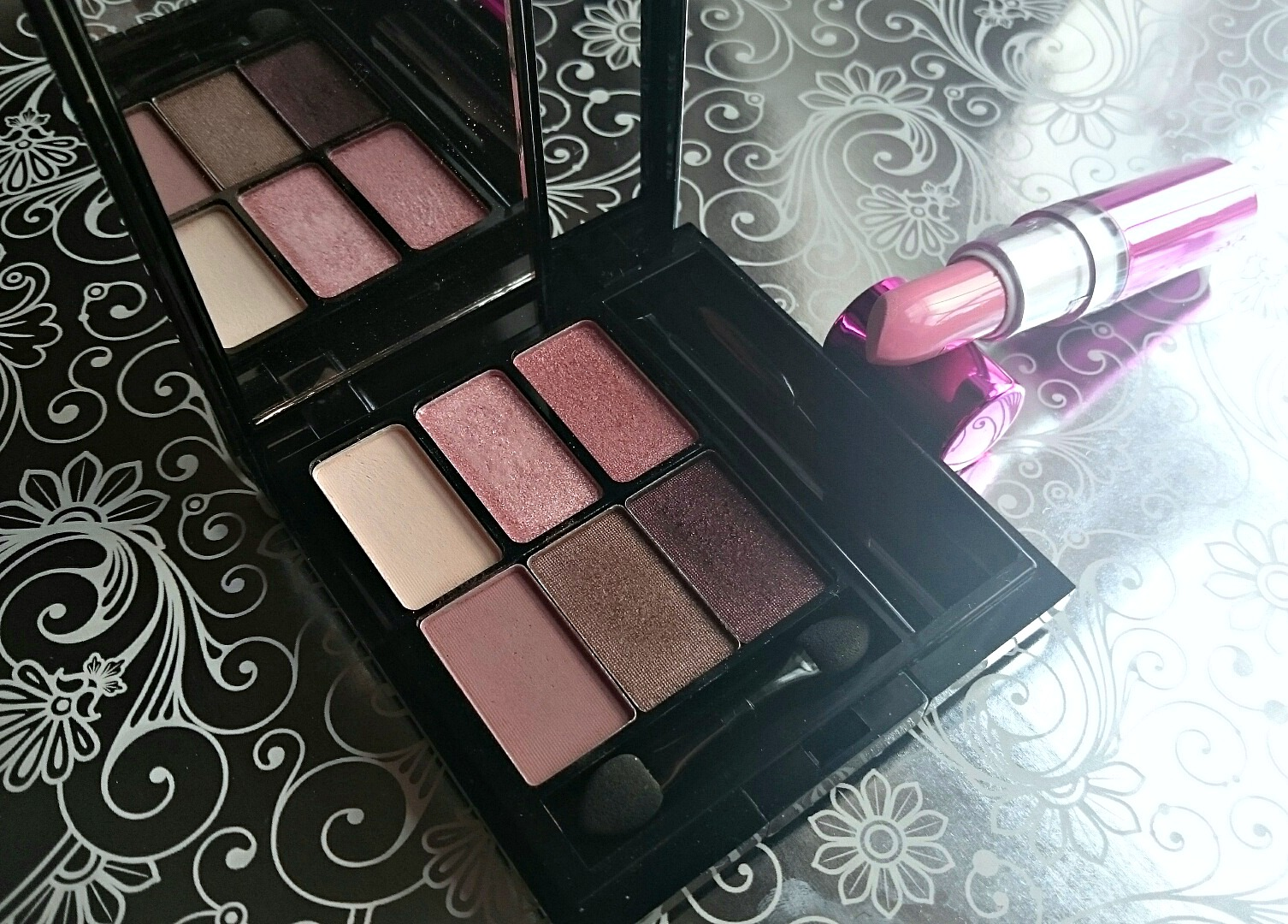 Makeup Revolution I am in Love palette