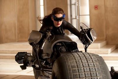 ¿La nueva Gatubela en la moto de Batman?