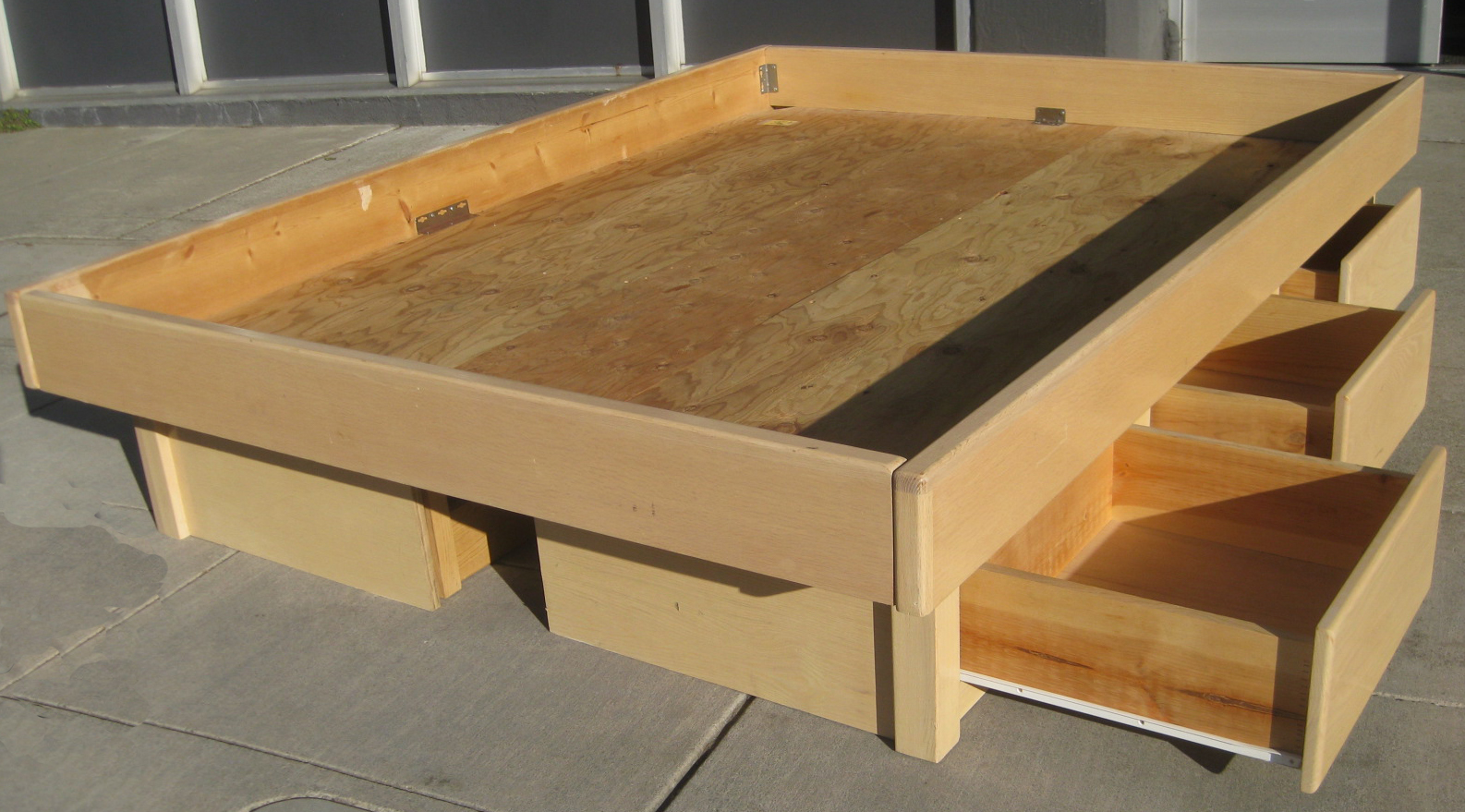 Plans To Build A Platform Bed With Drawers | DIY Woodworking Projects