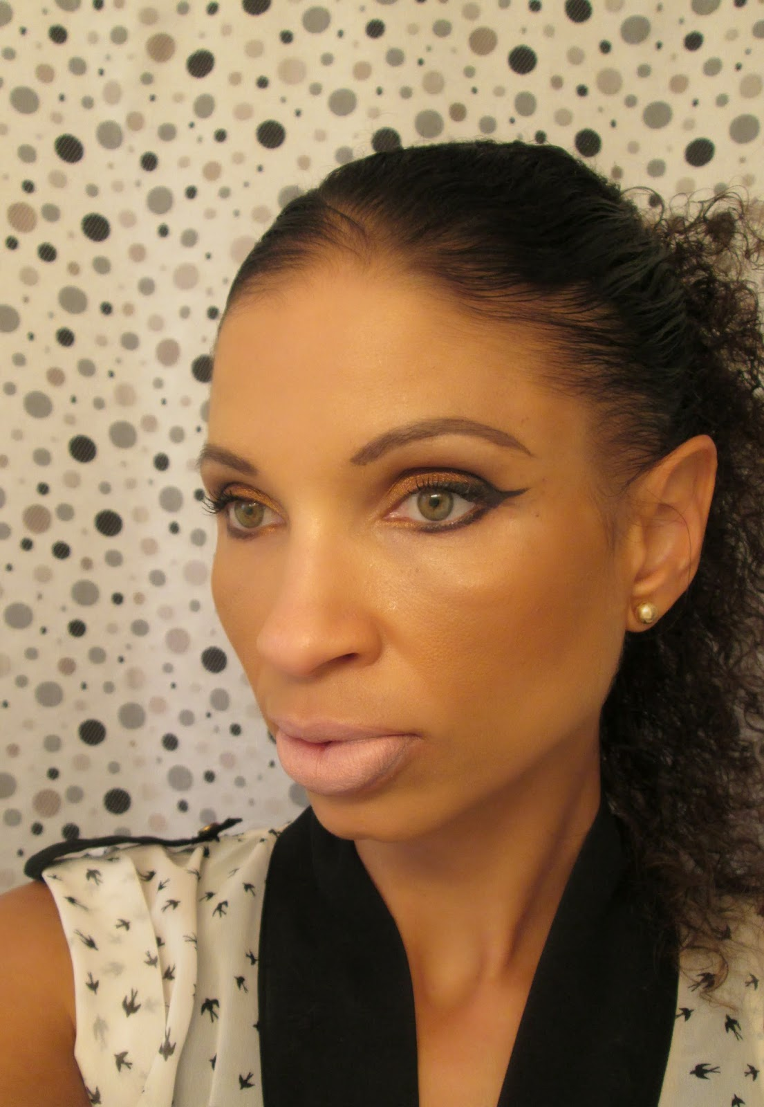 http://chrysalisglam101.blogspot.com/2014/07/fotd-bronze-eyes-and-pinky-nude-lips.html