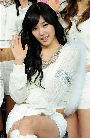 A quién se le ve mejor: Tiffany Vs Son Yeon Jae 20100507_tiffany_1